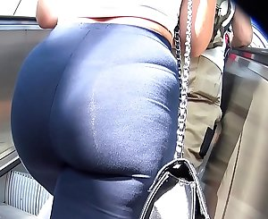 Hot blonde Mia,small Teen,fatt ass,See thrue xtreme VPL pawg and blue leggings